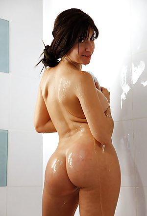 Big Ass in Shower Pictures