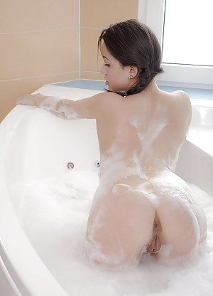 Big Ass in Bath Pictures